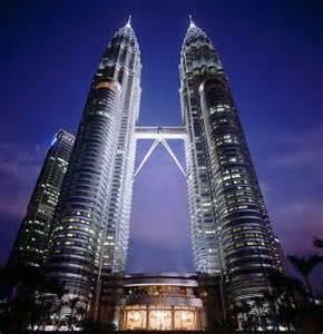 Menara ini bukanlah bukti bahawa bangsa melayu Islam Malaysia telah berubah menjadi RAMA-RAMA golongan peniaga YANG BESAR DAN CANTIK!!!!